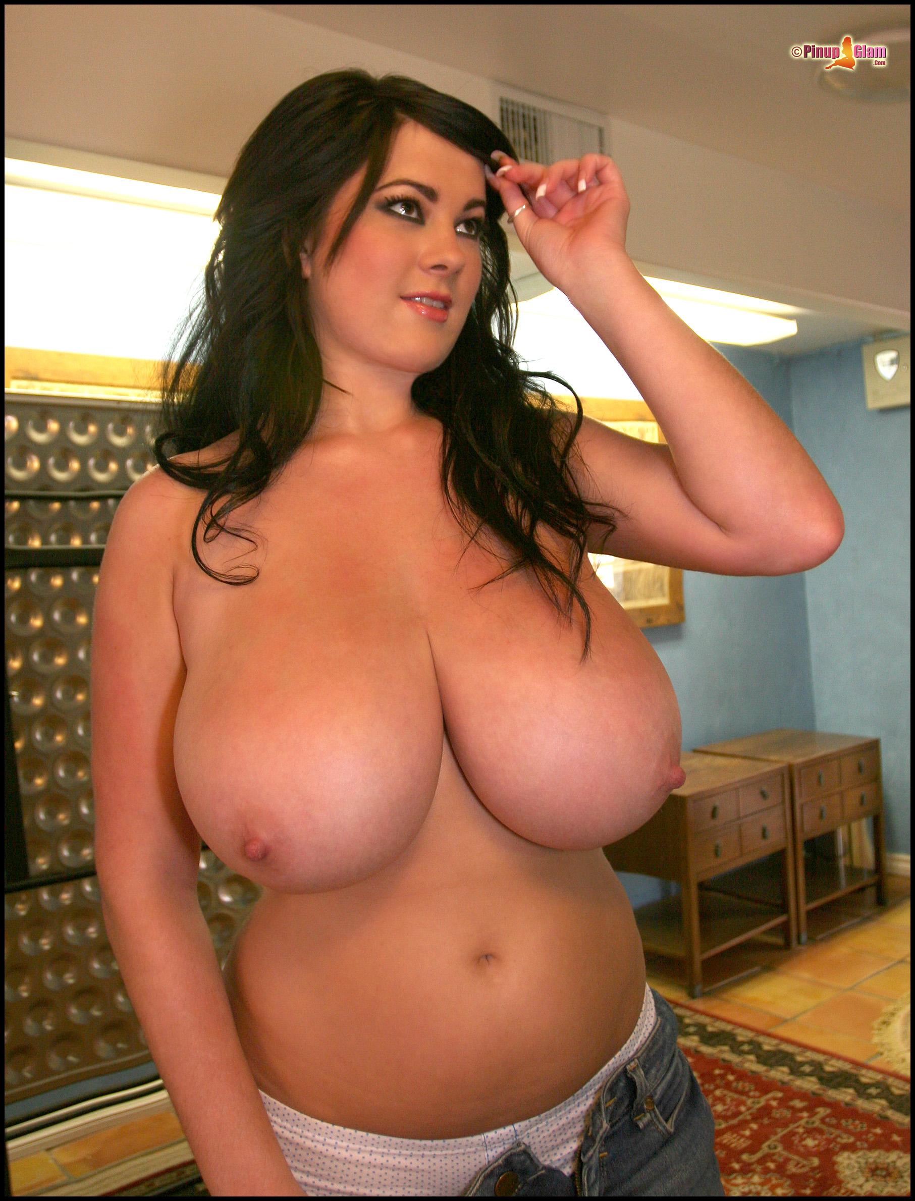 Самые большие в мире голые титьки 2 фотография